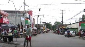 A equipe da TV Jornal flagrou moradores e comerciantes circulando nas ruas da cidade