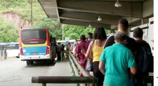 Passageiros reclamam da aglomeração e falta de limpeza no Terminal da Macaxeira