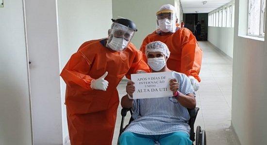 Técnico em enfermagem comemora cura do coronavírus no Recife