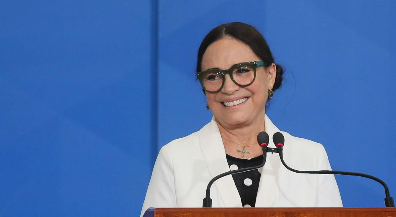 Atriz Regina Duarte deixa Secretaria de Cultura