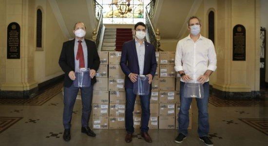 Doação de protetores faciais para a rede estadual de saúde