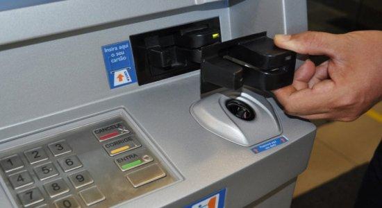 Golpe clona cartão do Bolsa Família para saque do auxílio emergencial; Veja como não cair