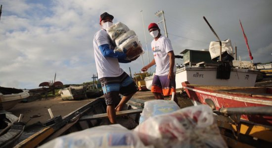 Atitude Cidadã: Moradores recebem doações de máscaras e alimentos em Brasília Teimosa