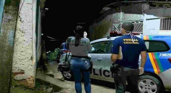Mulher é morta com cerca de 15 tiros dentro de casa no Cabo