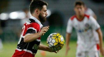 Com a camisa do Santa Cruz, João Paulo conquistou dois Pernambucanos e uma Copa do Nordeste; Além de um acesso à Série A.