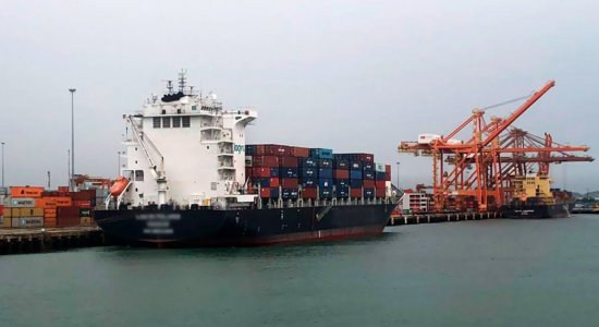 Coronavírus: Após cumprir quarentena, navio deixa Porto de Suape