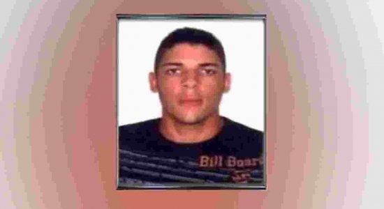 Jovem é morto a tiros ao sair para comprar bebidas no Curado