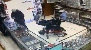 As imagens do assalto viralizaram nas redes sociais