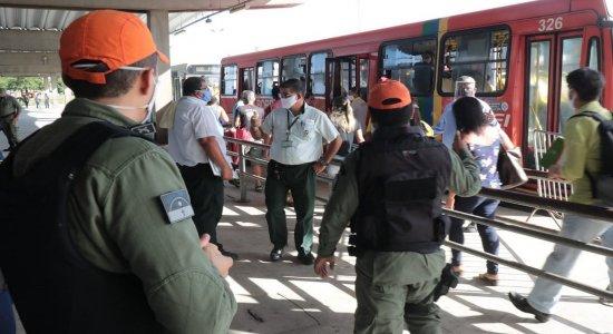 Uso de máscaras e lotação dos coletivos são alvos de Operação nos terminais do Grande Recife