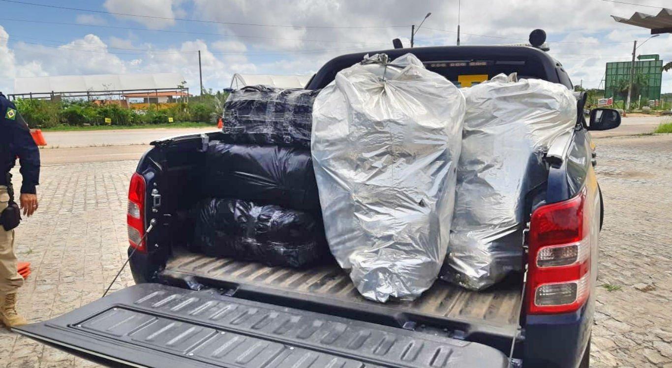 Droga foi encontrada em veículo com placas de Jaboatão dos Guararapes