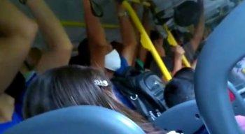 Ônibus circulam lotados no Grande Recife