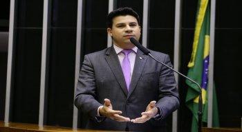 Deputado federal Carlos Veras criticou a aprovação da Medida Provisória 936/2020