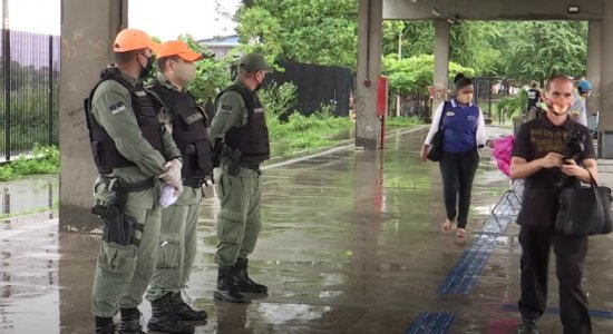 Próximo do fim do lockdown, Polícia faz abordagens durante a noite
