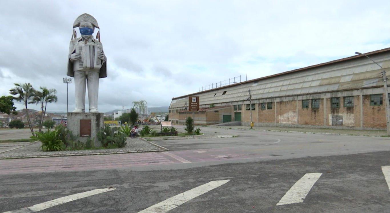 Pátio de Eventos Luiz Lua Gonzaga, principal polo do São João, está vazio