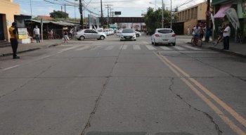 O dia começou movimentado nas ruas, com veículos circulando livremente, independente das placas