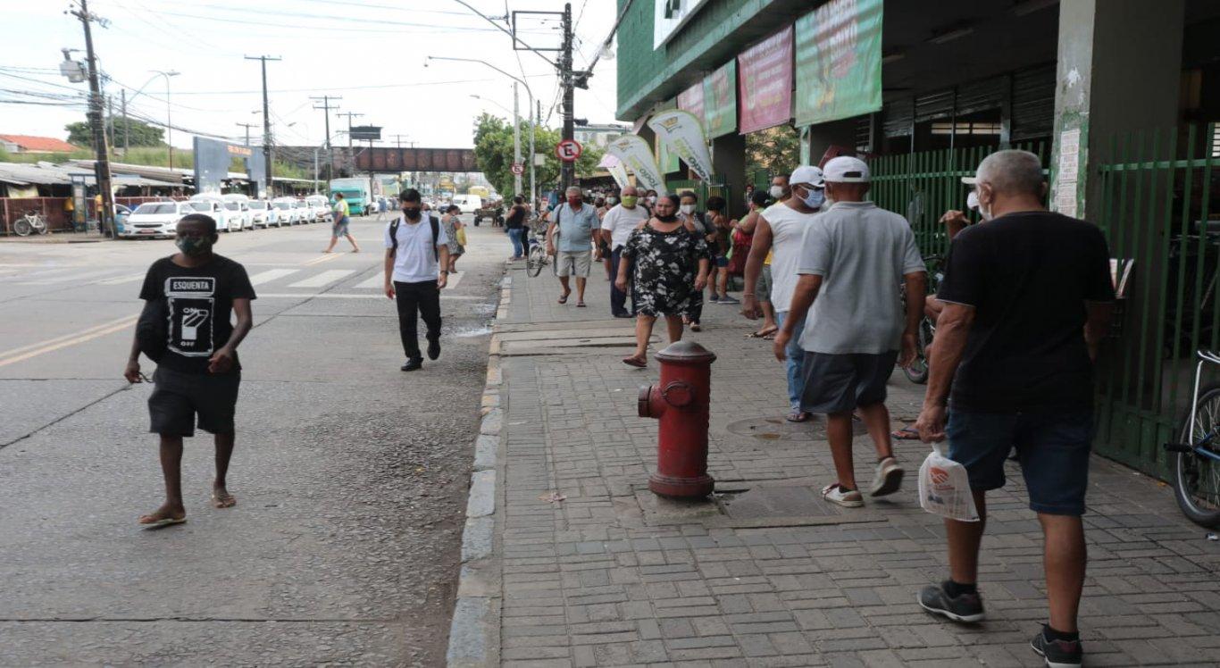 Primeiro dia útil após o fim da quarentena mais rígida em cinco municípios das Região Metropolitana do Recife