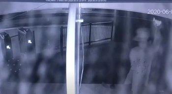 Câmeras de segurança flagraram o homem