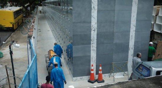 Mau cheiro no Cemitério de Santo Amaro, no Recife, é alvo de denúncia