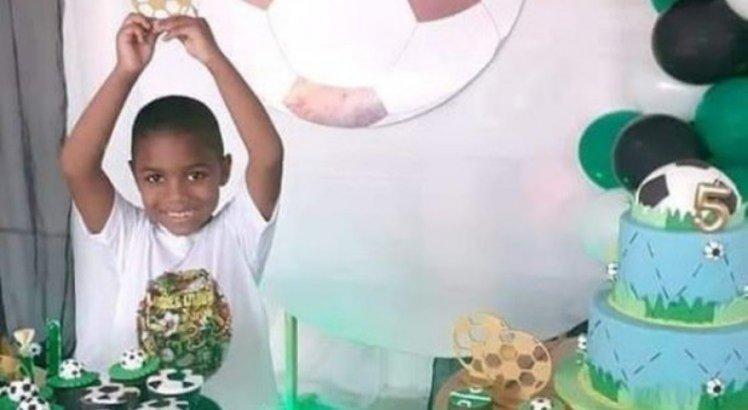 Miguel tinha apenas 5 anos e, segundo a polícia, sua morte foi causada após negligência da patroa de sua mãe