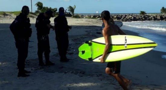 Operação nas praias de Olinda flagra prática de surfe e banho de mar irregular
