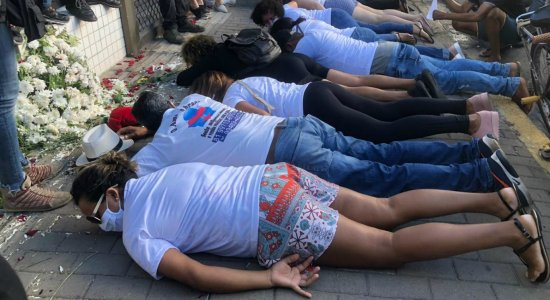 Protesto cobra justiça pela morte de Miguel Otávio Santana da Silva