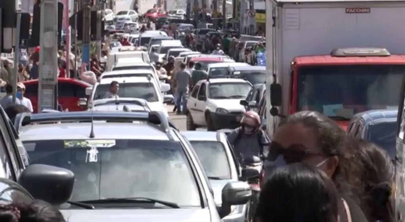 Mesmo sem feira, trânsito ficou complicado no Parque 18 de Maio