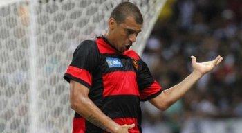 Neto Baiano marcou o gol do título do Sport.