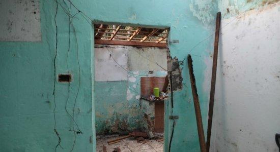Parte da casa da confeiteira ficou destruída em São Lourenço da Mata