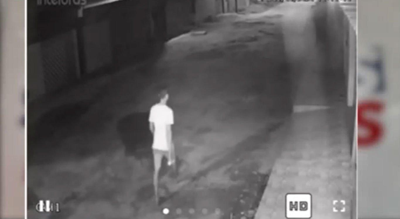 Suspeito furta moto após vítima deixar veículo na frente de casa