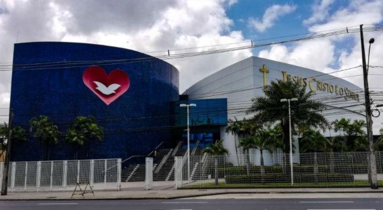 Lei que torna igrejas essenciais durante a pandemia em Pernambuco é sancionada por Paulo Câmara