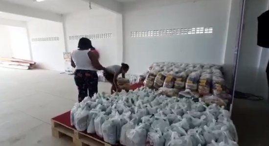 IJCPM doa cestas básicas na comunidade Ilha de Deus