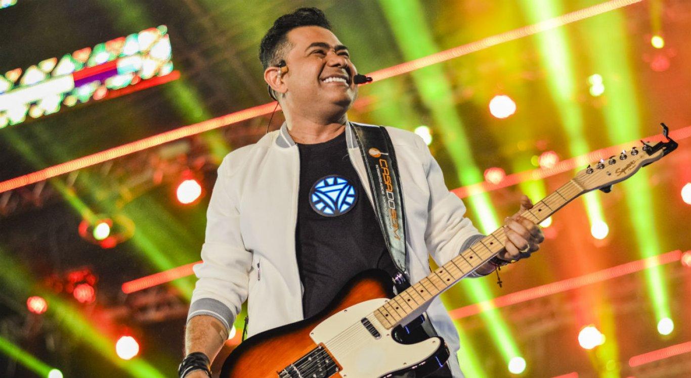Cantor Batista Lima durante apresentação no São João de Caruaru, em 2019