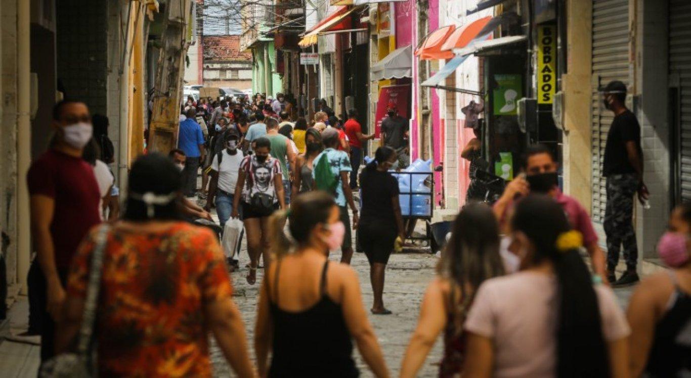 Economista reforça que é importante lembrar que quem faz a economia são as pessoas e que é preciso prezar pela saúde da população