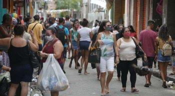 Movimentação foi intensa no primeiro dia de reabertura no Recife