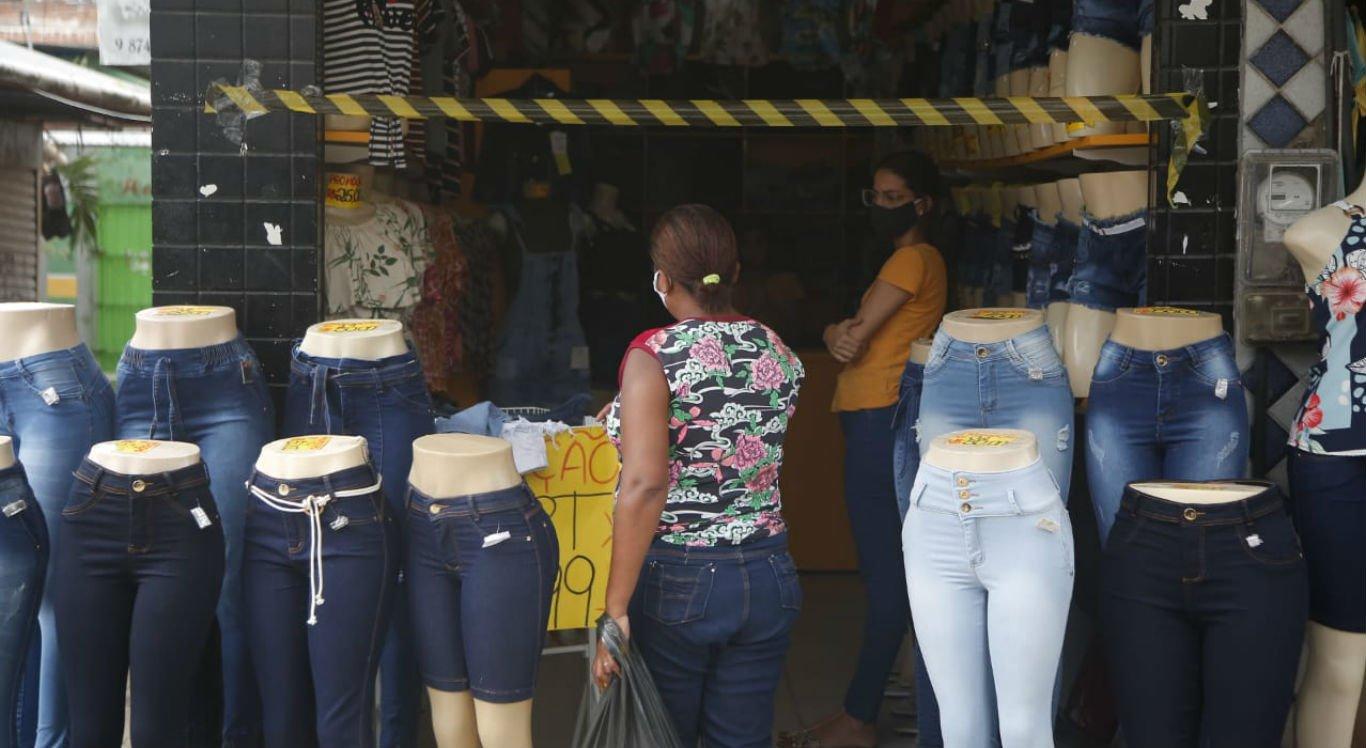 Lojas no Grande Recife adotaram medidas para organizar a entrada de clientes