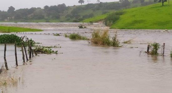 Barragem rompe após fortes chuvas em Sairé, afirma prefeito do município