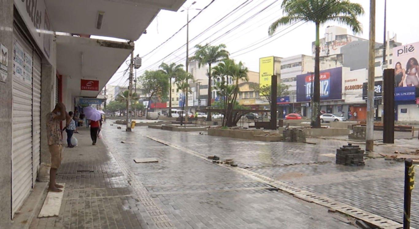 Comércio em Caruaru e outras 84 cidades foi proibido de reabrir nesta segunda