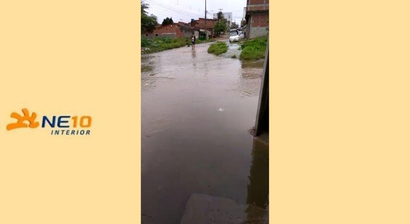 Chuvas no bairro São João da Escócia, em Caruaru
