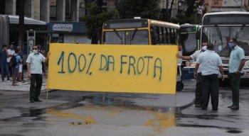 Motoristas pararam os ônibus na Avenida Guararapes