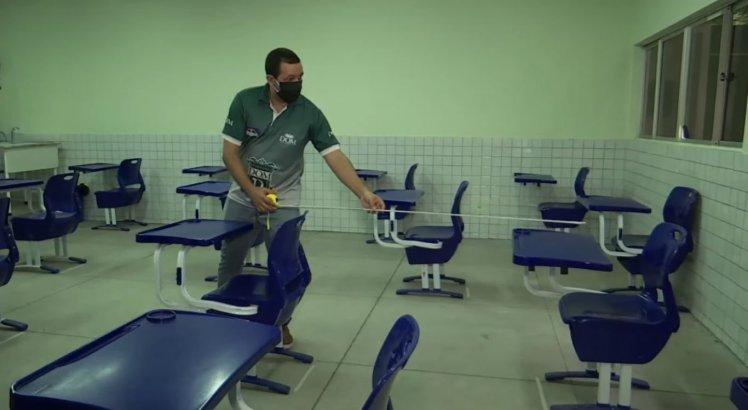 Escola particular de Olinda, no Grande Recife, faz adequações nas salas de aula