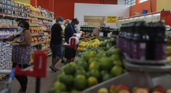 Recife flexibiliza regras para estacionamentos e circulação em supermercados do Recife