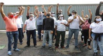 Paralisação de ex-funcionários na empresa de ônibus Metropolitana