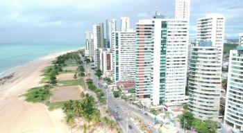 Praias do Recife continuam fechadas