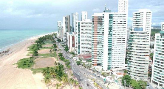 Praia de Boa Viagem tem final de semana movimentado
