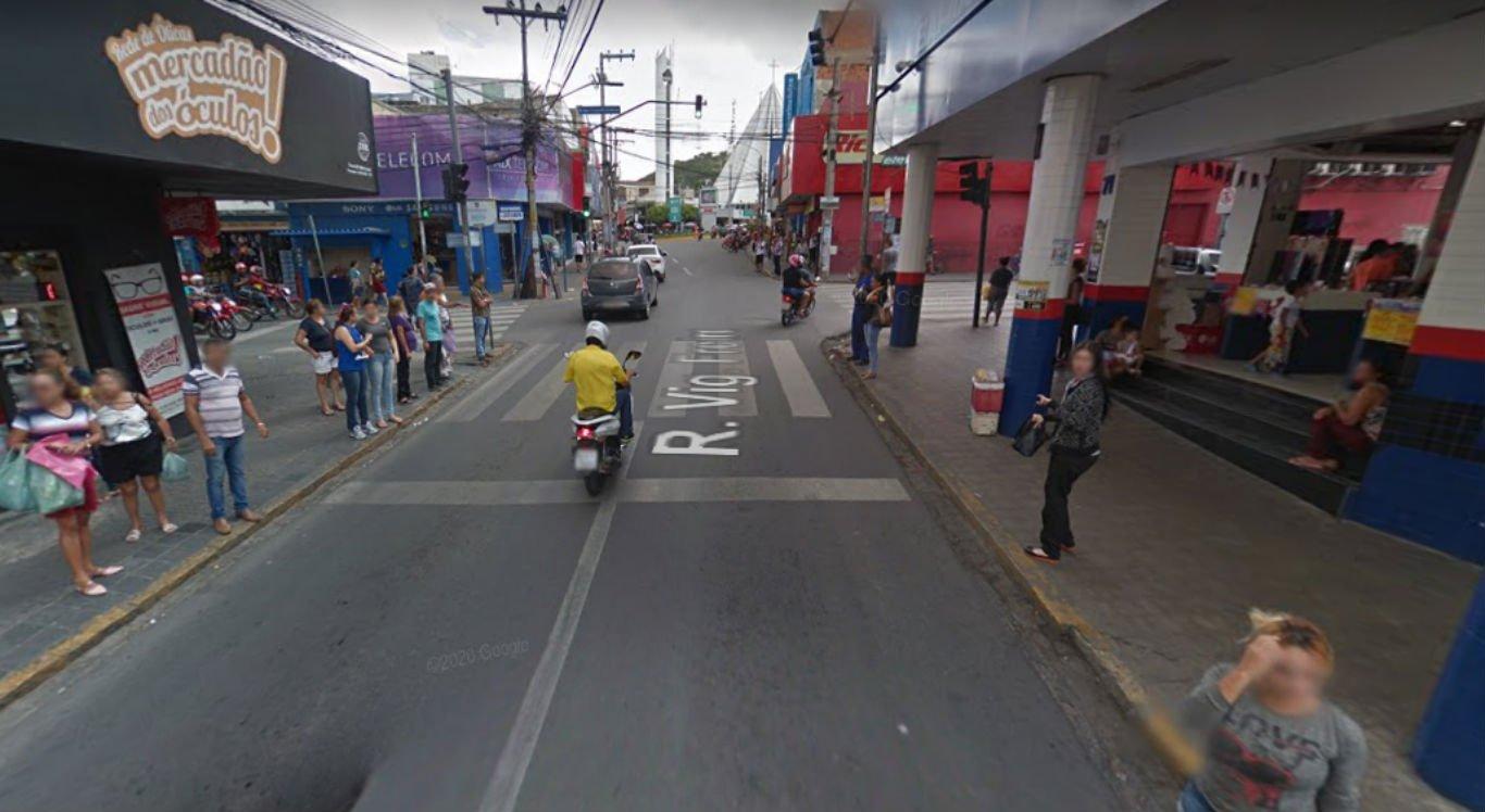 Rua Vigário Freire, no centro, está interditada para serviço