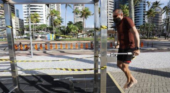 Exercícios físicos individuais com presença de profissional é liberada em parques, praças e orla no Recife