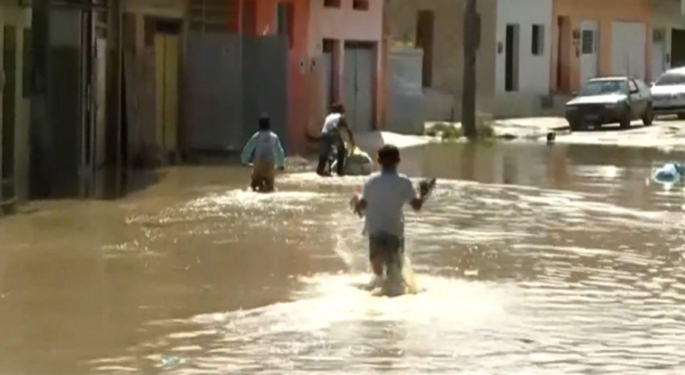Chuvas em Sairé refletiram em Barra de Guabiraba, após barragem transbordar
