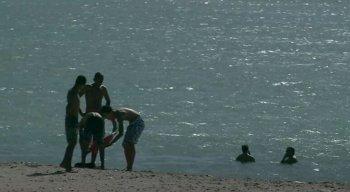 Banho de mar ainda está proibido em Olinda e Recife por causa do coronavírus