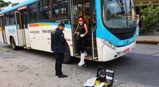 Travesti é morta a facadas dentro de ônibus no Recife
