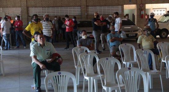 Rodoviários fazem protesto para reivindicar a volta de 100% da frota de ônibus nas ruas